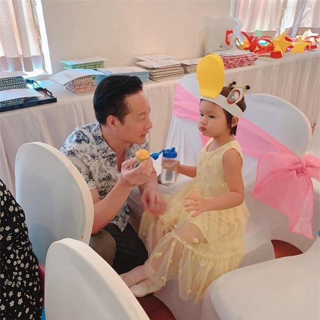chồng Phan Như Thảo chiều con 6