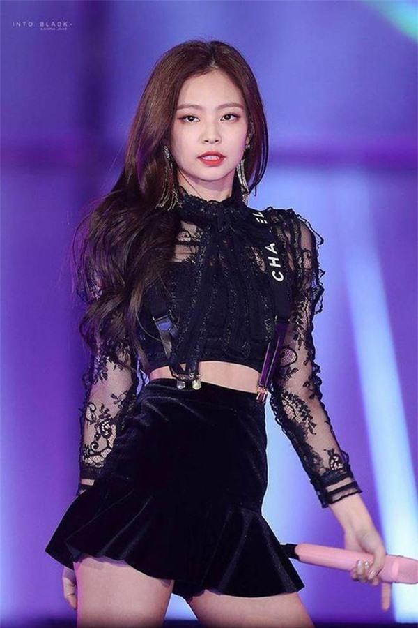 4 năm debut, 6 scandal đình đám bủa vây Jennie BlackPink - Ảnh 1