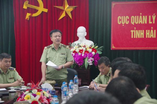 Đ/c Hoàng Ánh Dương, Phó Tổng cục trưởng Tổng cục QLTT kiêm phụ trách Cục QLTT Hải Dương chỉ đạo triển khai kế hoạch kiểm tra đột xuất trước giờ ra quân thực hiện Quyết định 3972