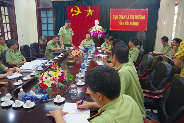 Đ/c Nguyễn Đức Lê, Phó Cục trưởng Cục QLTT chia sẻ kinh nghiệm kiểm tra và xử lý với các Đoàn kiểm tra trước khi triển khai kế hoạch