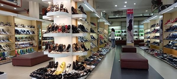 Tạm giữ 1.830 đơn vị hàng hóa là giầy dép, túi xách không rõ nguồn gốc tại cửa hàng giầy dép Lucky Shoes số 66 Trần Hưng Đạo, TP Hải Dương