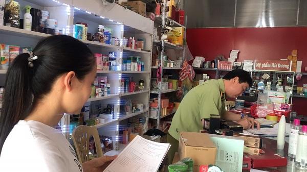 Tạm giữ 3.066 đơn vị sản phẩm mỹ phẩm không rõ nguồn gốc tại cửa hàng Mỹ phẩm Hải Dương, số 26 Vũ Hựu, TP Hải Dương