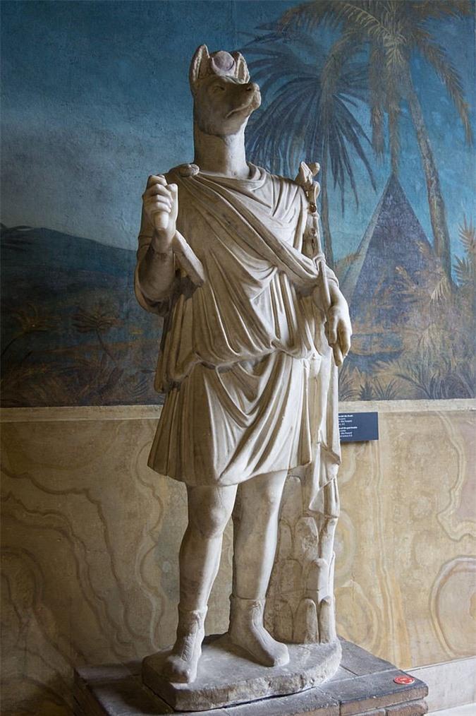 Tượng Hermanubis, một vị thần lai giữa Anubis và thần Hy Lạp Hermes
