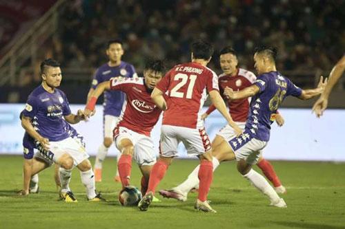 CLB TP.HCM (áo đỏ) thất bại trước CLB Hà Nội.