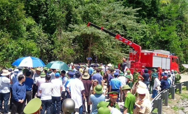 Khẩn trương khắc phục hậu quả, điều tra nguyên nhân vụ TNGT làm 13 người chết tại Quảng Bình - Ảnh 1.