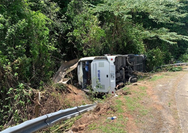 Khẩn trương khắc phục hậu quả, điều tra nguyên nhân vụ TNGT làm 13 người chết tại Quảng Bình - Ảnh 4.