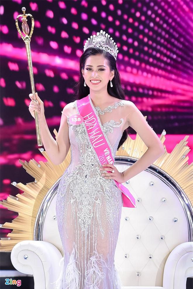 Số đo thay đổi của hoa hậu Việt sau đăng quang - Ảnh 1