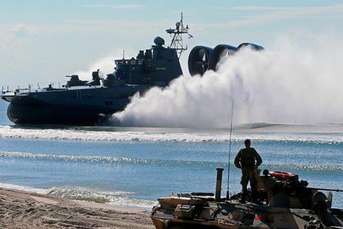Sự cố đáng tiếc đã diễn ra trong cuộc diễn tập đổ bộ của Hải quân Nga. Ảnh: Lenta.