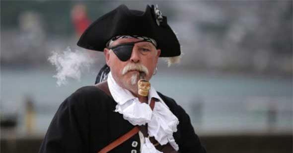 Không phải chỉ cướp biển bị chột mới đeo miếng bịt mắt