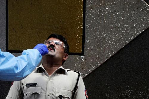 Ấn Độ ghi nhận số ca nhiễm cao nhất thế giới trong 24 giờ qua với hơn 50.500 trường hợp. (Ảnh: AP)