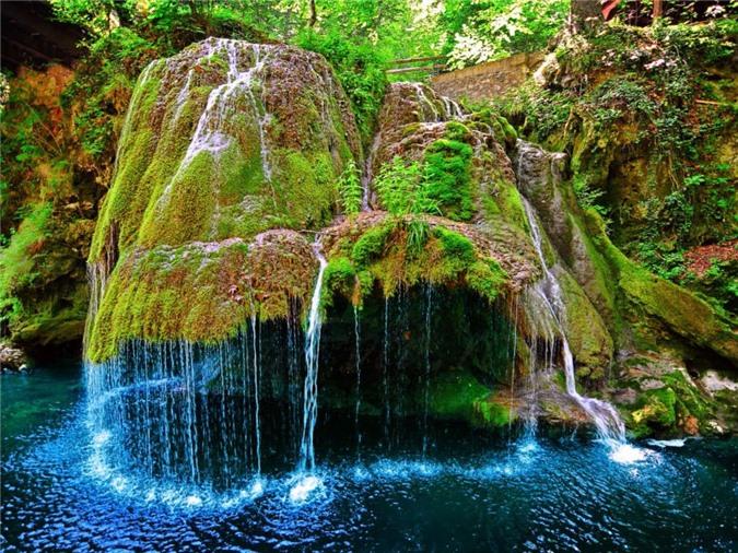 Thác nước Bigar đẹp như trong cổ tích.