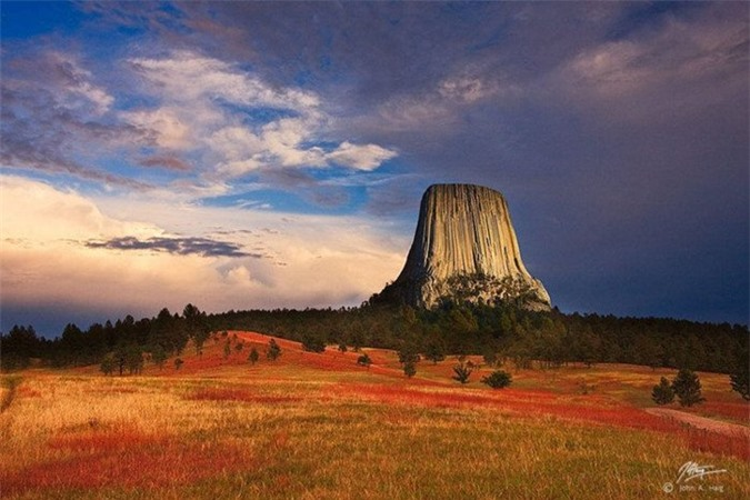 Mỗi bộ tộc đều có những giai thoại, truyền thuyết riêng về núi Tháp Quỷ.
