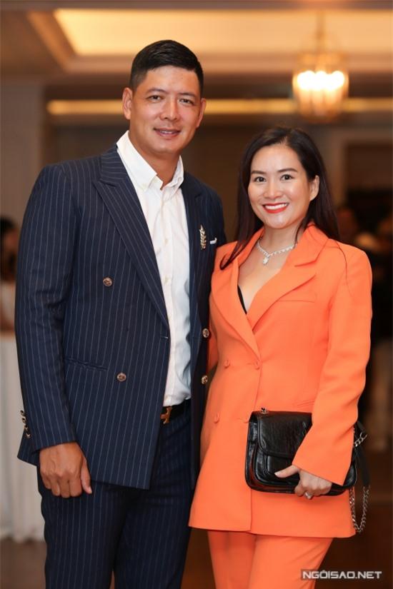 Vợ chồng Bình Minh - Anh Thơ sóng đôi dự họp báo.