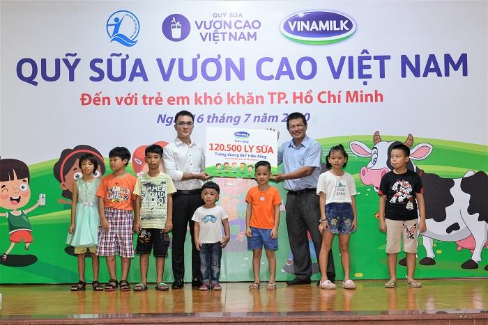 Đây cũng là 1 trong 10 trung tâm bảo trợ xã hội và các cơ sở nuôi dưỡng trẻ em mồ côi, khuyết tật, trẻ em có hoàn cảnh khó khăn của Tp.HCM được Quỹ sữa Vươn cao Việt Nam và công ty Vinamilk hỗ trợ sữa năm nay.