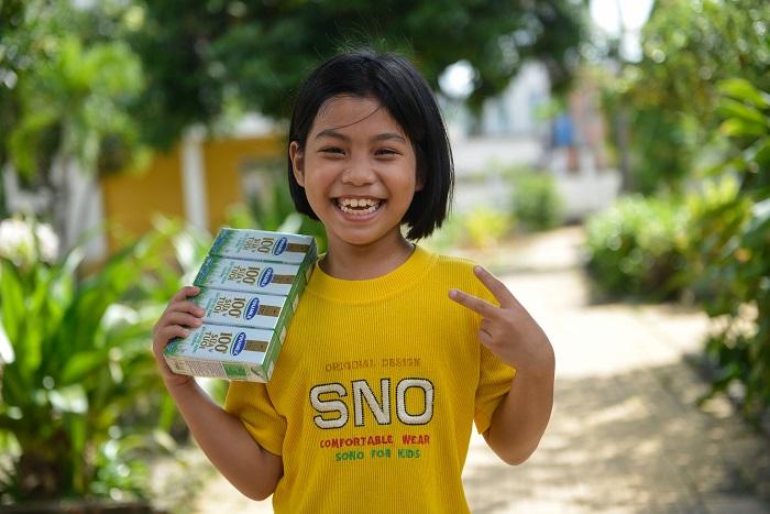 Còn cô bé hay cười Bùi Thị Hồng Trang thì phấn khởi bày tỏ, lớn lên em muốn làm diễn viên điện ảnh. Em rất vui vì được chương trình tặng sữa, em thích uống sữa vì sữa vừa thơm ngon vừa tốt cho sức khỏe.