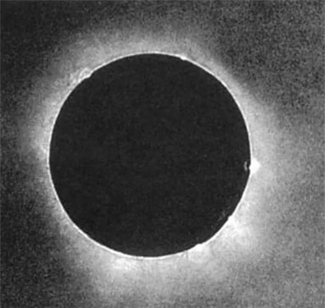 Ảnh chụp hiện tượng nhật thực năm 1851 của Johann Berkowski.