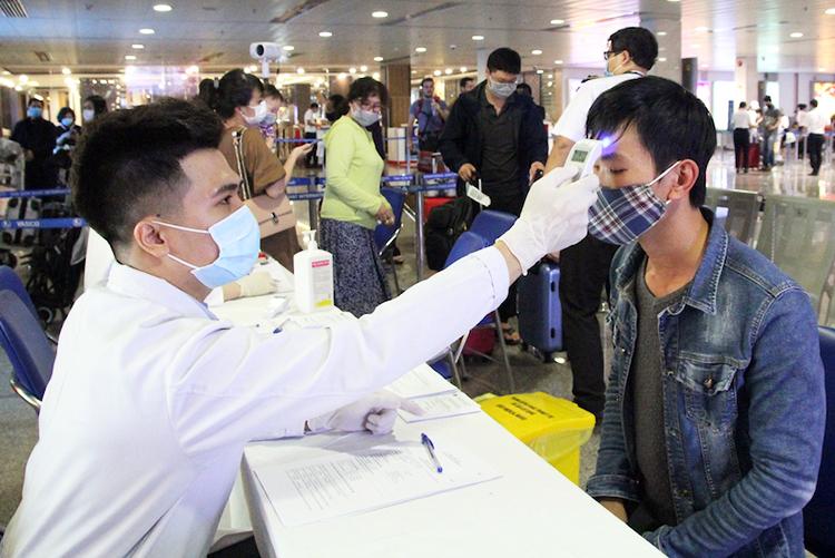Thành phố cũng đã tổ chức hoạt động kiểm dịch y tế tại ga quốc nội sân bay Tân Sơn Nhất