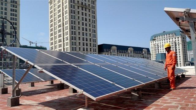 Bộ Công Thương ban hành quy định về phát triển dự án điện mặt trời - Ảnh 1.