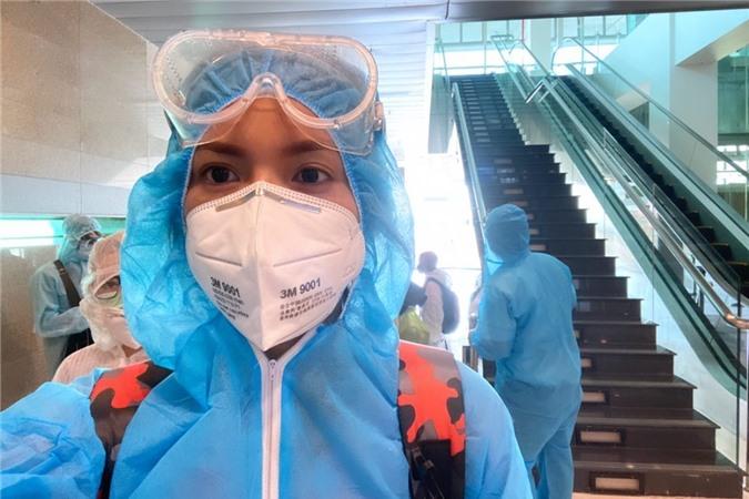 Minh Tú tại sân bay Cần Thơ, chiều 29.7.