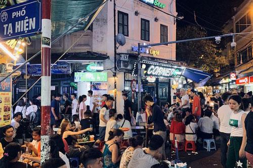 Phố Tạ Hiện - khu phố đêm náo nhiệt nhất ở Hà Nội. (Ảnh: Dân trí)