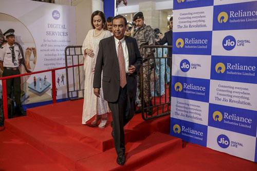 Tỷ phú Mukesh Ambani là người giàu thứ 5 thế giới với tài sản hơn 77 tỷ USD. Ảnh: Bloomberg