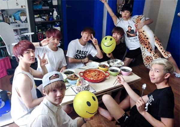 7 năm BTS từ debut tới hoàng kim và nỗi khát khao 'được sống không cần che đậy' - Ảnh 7