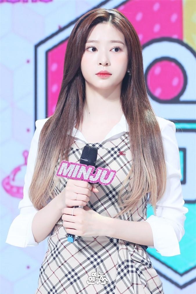 Irene lép vế khi đứng chung sân khấu cùng Min Joo và Ji Soo - Ảnh 5