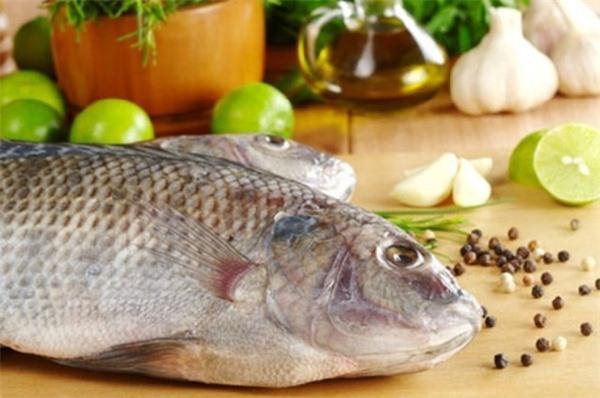 Loại bỏ phần mang ca dịch nhầy giúp cá hết hẳn mùi tanh