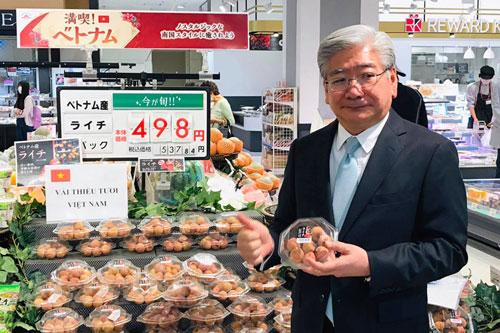 Trái vải Việt Nam tại siêu thị Nhật Bản.