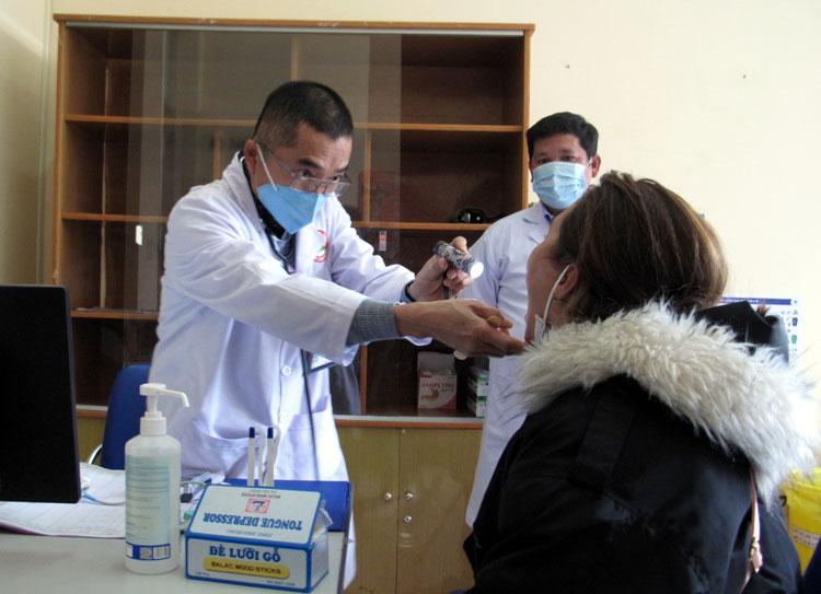 Khám sàng lọc bệnh Covid-19 tại Bệnh viện Đa khoa tỉnh Lâm Đồng (Ảnh: An Nhiên – Báo Lâm Đồng)