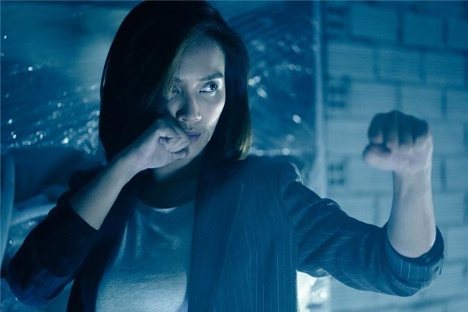 Ái Phương trong vai cảnh sát Hòa của Bằng chứng vô hình.