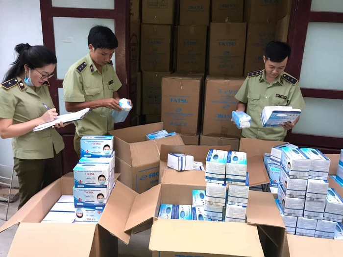 Phát hiện vận chuyển gần 1.000.000 chiếc khẩu trang có dấu hiệu vi phạm tại Quảng Bình