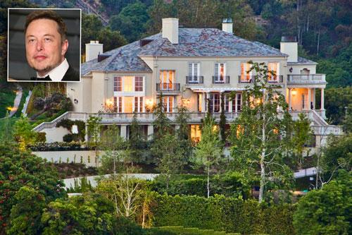 Jeff Bezos không phải là tỷ phú công nghệ duy nhất đang tận hưởng cuộc sống xa hoa. Elon Musk, người sáng lập và phát triển Tesla Motors và SpaceX, sở hữu khối tài sản 73,8 tỷ USD. Ông có trong tay chuỗi bất động sản xa xỉ ở Los Angeles. Trong đó, một biệt thự giá 17 triệu USD tại Bel Air có hầm rượu nghìn chai, một ngôi nhà 4,5 triệu USD ở Brentwood. Tỷ phú 49 tuổi hiện rao bán 7 căn nhà với tổng trị giá trên 100 triệu USD. Ảnh: Variety.