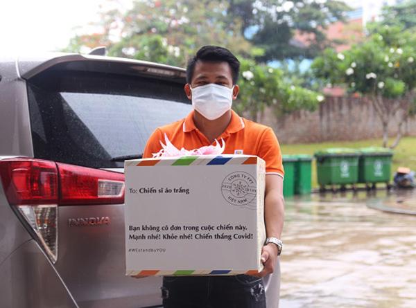 Tập đoàn FPT trao hiện vật hỗ trợ TP Đà ẵng phòng choonggs dịch Covid- 19