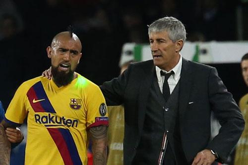 Vidal và HLV Setien.