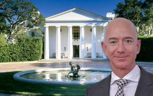 Theo thống kê của Bloomberg, khối tài sản của CEO Amazon Jeff Bezos tăng 13 tỷ USD lên 189,3 tỷ USD chỉ trong ngày 20/7. The Sun đưa tin người sáng lập Amazon và Blue Origin chuẩn bị vung tiền để sở hữu khu bất động sản xa xỉ ở Beverly Hills, bang California với mức giá 165,6 triệu USD. Ảnh: Thesun.