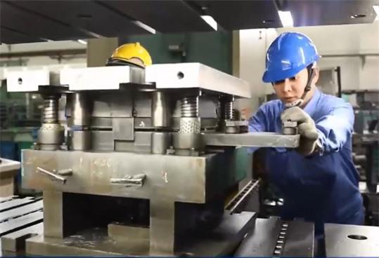Doanh nghiệp công nghiệp hỗ trợ chớp thời cơ từ dịch chuyển đơn hàng - Ảnh 1.