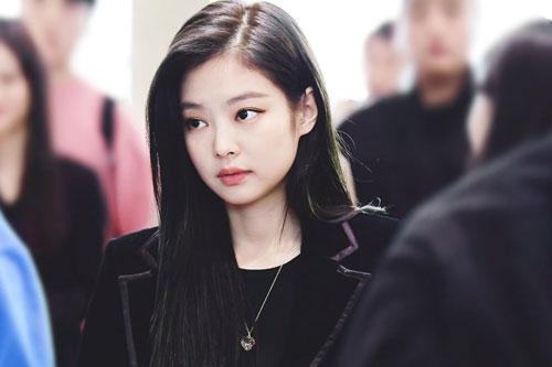 Những nữ idol Kpop có khuôn miệng hình tam giác cuốn hút nhất: Gọi tên Jennie