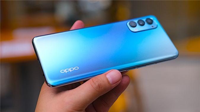 Oppo Reno4 được cài đặt sẵn phiên bản hệ điều hành ColorOS 7.2, với màn hình AMOLED 6,4 inch, độ phân giải Full HD+ (2400 x 1080 pixel). Máy sở hữu công nghệ cảm biến vân tay trong màn hình như hầu hết các đối thủ trong phân khúc giá