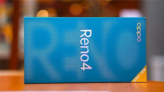 Nhấn mạnh tới yếu tố thiết kế nên ngay từ vỏ hộp Oppo cũng đã trang trí bằng các mẫu đồ họa, nếu được đặt theo chiều ngang bạn sẽ thấy tên Reno in chìm khá đặc biệt.