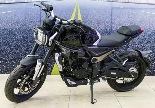 Môtô 300 phân khối, giá 75 triệu tại Việt Nam, cạnh tranh với Honda CB300R