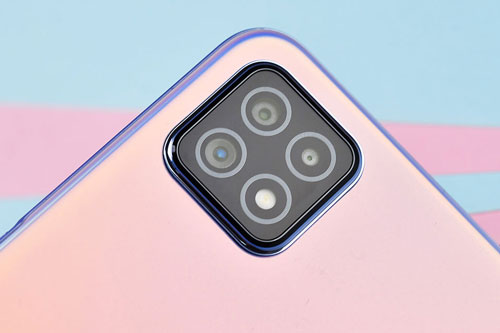 Oppo A72 5G được trang bị 3 camera sau. Trong đó, cảm biến chính 16 MP cho khả năng lấy nét theo pha. Ống kính thứ hai 8 MP mang tới góc rộng 119 độ và cảm biến chiều sâu 2 MP. Bộ ba này được trang bị đèn flash LED, quay video 4K.
