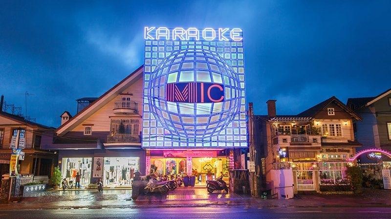 UBND tỉnh Lâm Đồng yêu cầu tạm dừng toàn bộ hoạt động các cơ sở kinh doanh: Vũ trường, quán bar, karaoke, rạp chiếu phim, massage, trò chơi điện tử, ca nhạc phòng trà, cơ sở làm đẹp
