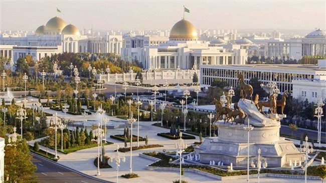 """Ông Berdymukhamedov đã cho xây dựng Ashgabat từ thủ đô """"ngủ say"""" thành một nơi nguy nga tráng lệ."""