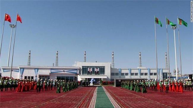Toàn bộ kinh tế của Turkmenistan phụ thuộc vào xuất khẩu dầu khí.