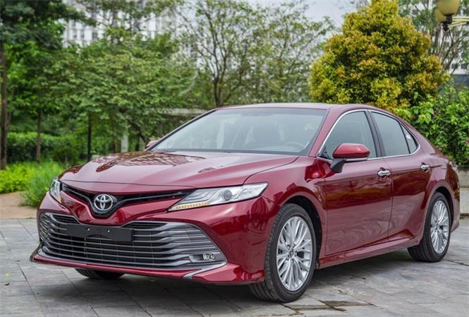 Sedan phân khúc D: Song đấu Toyota Camry và Mazda6 - ảnh 1