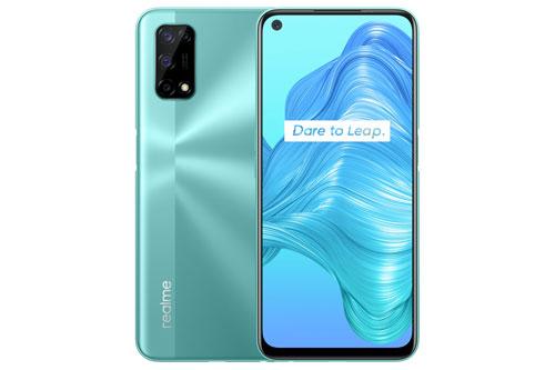Vào ngày 7/8, Realme V5 sẽ được bán ra ở Trung Quốc với 3 màu bạc, xanh lục và xanh lam. Giá của bản RAM 6 GB là 1.499 Nhân dân tệ (tương đương 4,97 triệu đồng). Phiên bản RAM 8 GB có giá 1.899 Nhân dân tệ (6,30 triệu đồng). V5 chính là smartphone 5G rẻ nhất thế giới tính đến thời điểm này.