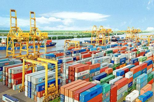 Tính chung 7 tháng năm 2020, cán cân thương mại hàng hóa ước thặng dư 6,5 tỷ USD. (Ảnh minh họa: Dân trí)