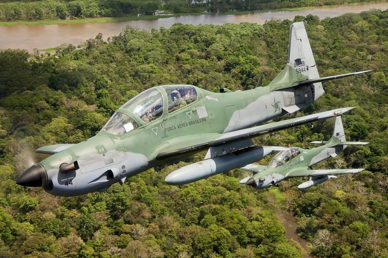 Ukraine muốn mua máy bay tấn công Embraer EMB-314 Super Tucano?