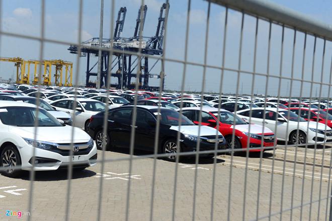 Trong tháng 7 ô tô nhập khẩu về là 4.000 chiếc.